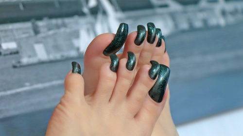 Photoshoot for the video clip with long toenails