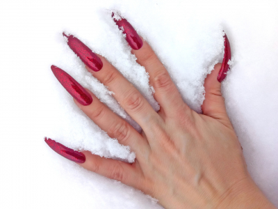 Red long nails - photo shoot for video (archived 18.12.2018)